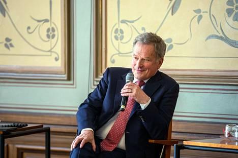"""Presidentti Sauli Niinistö vierailee Kuopiossa ja osallistuu kaupungintalolla paneelikeskusteluun """"Puhetta vai ohipuhetta - Miten Suomessa keskustellaan?"""