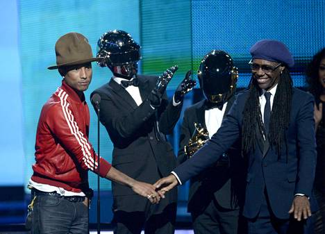 Pharrell Williams, Daft Punkin Thomas Bangalter ja Guy-Manuel de Homem-Christo sekä Nile Rodgers kävivät pokkaamassa tammikuussa 2014 Grammyn yhteistyönsä hedelmästä, Get Lucky -kappaleesta.