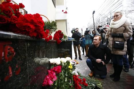 Lento-onnettomuudessa kuolleita Puna-armeijan kuoron jäseniä muistettiin Moskovassa sunnuntaina.