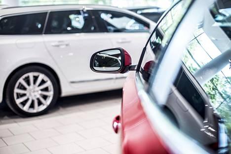 Suomen autokanta vanhenee. Uusien autojen myynti on hidastunut, mutta rekisteröityjen autojen määrä kasvaa koko ajan.
