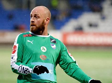 Daniel Sjölund on entinen maajoukkuepelaaja, joka pelasi ensi maanantaina ensi kerran Suomen pääsarjan ottelussa.