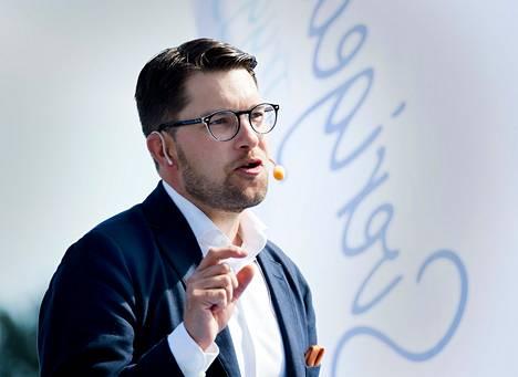 Ruotsidemokraattien puheenjohtaja Jimmie Åkesson piti kesäpuheen kotikaupungissaan Sölvesborgissa lauantaina.