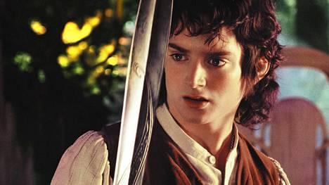 Frodon (Elijah Wood) seurueen vaarallinen matka alkaa.