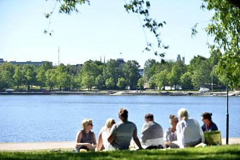 Viikko aloitettiin jälleen aurinkoisessa säässä Helsingissä.
