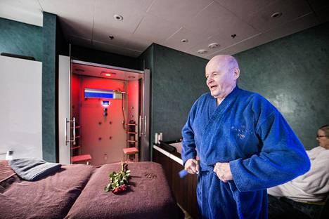 Aatos ja Riitta Rönkkö käyvät rentoutumassa Isossa  Omenassa sijaitsevassa Spa Paulinassa. Varsinaisilla kylpylälomilla he eivät käy.