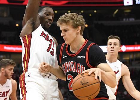 Chigago Bullsin Lauri Markkanen ja Miami Heatin Bam Adebayo kohtasivat Chicagossa perjantaina.