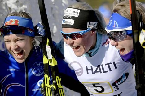 Anne Kyllönen juhli viestin Suomen mestaruutta Anita Korvan (vas.) ja Heini Hokkasen kanssa. Hokkasella oli ennestään SM-viestin kultaa vuodelta 2010 Kangasniemen Kalskeen joukkueessa.