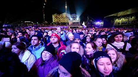 Helsingin Kansalaistorille vuotta 2017 vastaanottamaan saapui kymmeniätuhansia ihmisiä.