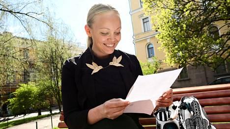 Niina Linjamäki, 30, muistelee edelleen lämpimästi vastauskirjettä, jonka hän sai presidentti Mauno Koivistolta 23 vuotta sitten.