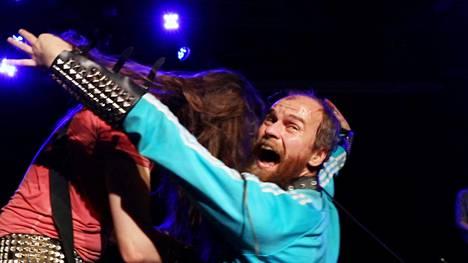 Musiikin lisäksi Mika Rättö on kunnostautunut kirjallisuuden, teatterin, elokuvan ja kuvataiteen puolella.