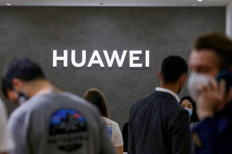 Kiinalainen verkkolaitevalmistaja Huawei Technologies kertoi tiistaina, että se alkaa veloittaa matkapuhelinvalmistajilta 5g-patenttimaksuja.