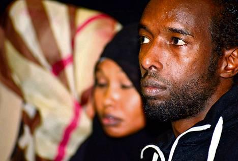 Sharifo Ibrahim ja somalinuorten parissa työskentelevä Omar Abdi osallistuivat maanantaina nuorten syrjäytymistä koskeneeseen keskustelutilaisuuteen kulttuurikeskus Caisassa.