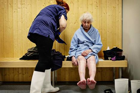 Pipsa Lehtimäki assists Eine Wikström in putting on clothes after the sauna at Attendo's nursing home in Jaspiks in Vantaa.