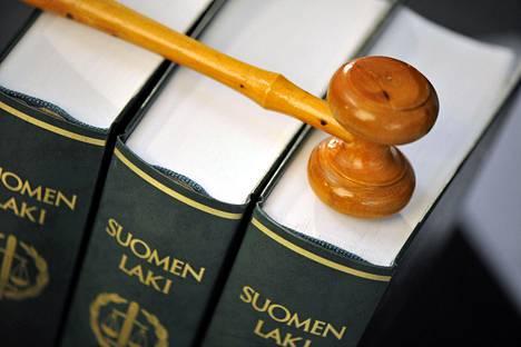 Suomen tuomariliiton kyselyssä selvitettiin eri oikeusasteissa työskentelevien tuomareiden kokemuksia häirinnästä.