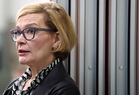 Paula Risikko neuvottelee Irakin kanssa palautussopimuksesta.