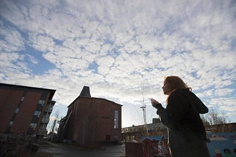 Pia Olkoniemi asuu Meri-Toppilassa, jonne muutetaan usein silloin, kun tarvitaan syystä tai toisesta nopeasti vuokra-asuntoa.