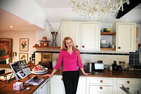 Tutkija Hannele Klemettilä-McHale on perehtynyt keskiajan keittiöön.