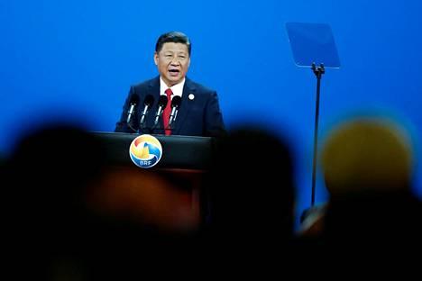 Kiinan presidentti Xi Jinping piti taas globalisaatiota ylistävän puheen Pekingissä. Hän yrittää houkutella lisää valtioita mukaan silkkitiehankkeeseen.