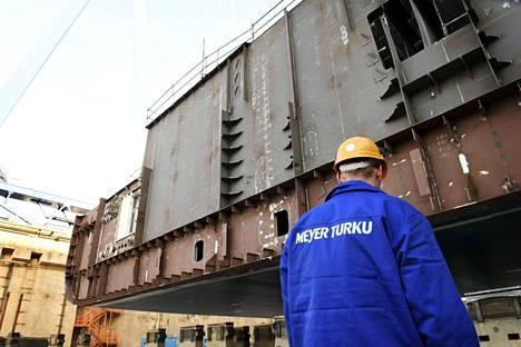 Turun telakalla on tilauksia useiksi vuosiksi eteenpäin. Helmikuussa laskettiin Mein Schiff 1 -aluksen köli. Tiistaina telakalta lipuu ulos valmis Mein Schiff 6 -risteilylaiva.