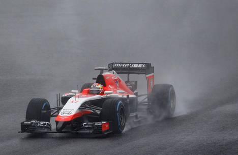 Jules Bianchi ajoi ulos sateen liukastamalla radalla Suzukan GP:ssä lokakuussa 2014. Hän kuoli yhdeksän kuukautta myöhemmin.