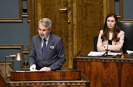 Ulkoministeri Pekka Haavisto ja pääministeri Sanna Marin eduskunnan täysistunnossa tiistaina.
