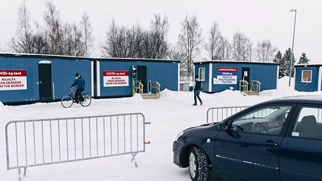 Koronatestauskontteja Torniossa, Suomen ja ruotsin rajalla.