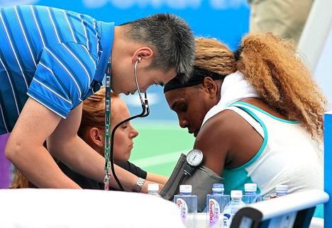 Serena Williamsin verenpaine mitattiin kesken pelin.
