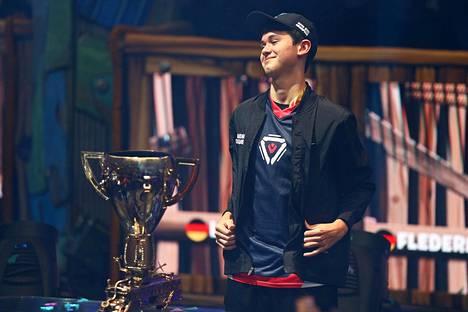 """Yhdysvaltalainen Kyle """"Bugha"""" Giersdorf on nyt Fortniten maailmanmestari ja miljonääri."""