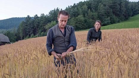 August Diehl ja Valerie Pachner A Hidden Life -elokuvassa.
