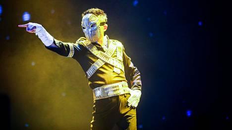 Alibaba.comin perustaja Jack Ma viihdytti työntekijöitään Michael Jacksoniksi pukeutuneena syyskuussa 2017.