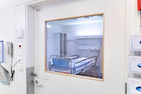 Ilmaeristyshuone potilaiden karanteenia varten Lapin keskussairaalassa.