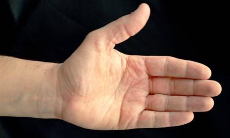 Viivat estävät käden ihoa luiskahtamasta pois paikaltaan.