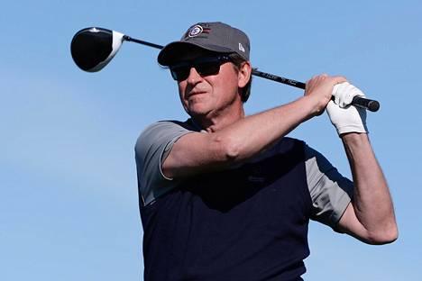 Wayne Gretzky on monipuolinen mailapelaaja. Tässä hän pelaa golfia helmikuussa 2018.