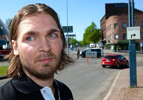 Ammuskelun silminnäkijä Miikka Jäske pääsi kadulta Level 5 -yökerhoon turvaan viime hetkellä.