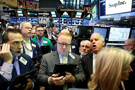 Meklarit seurasivat kurssien kehitystä New Yorkin pörssissä torstaina.