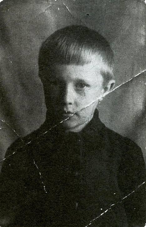 Stepanyts NKVD:n lasten vastaanottokodissa 1945.