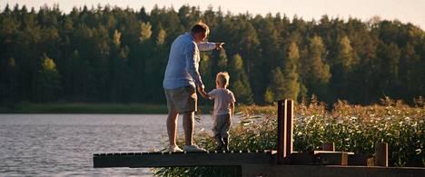 Pankkiiri Christer on yksi Miehiä ja poikia -elokuvan päähenkilöistä.