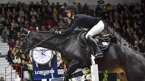 Julia Kontio kilpaili vuonna 2018 Helsinki Horse Show'ssa. Tämän vuoden osalta kilpailu on peruttu.