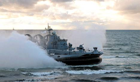 Venäjän merivoimien ilmatyynyalus Kaliningradin lähistöllä Venäjän ja Valko-Venäjän yhteisessä sotaharjoituksessa syyskuussa.