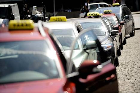 Perjantaina kaikki taksit ovat Helsingissä liikenteessä.