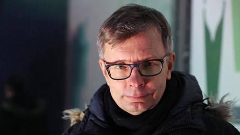 """""""Globaalisti koronapandemian hoito on ollut moraalinen voitto"""", sanoo professori Heikki Hiilamo."""