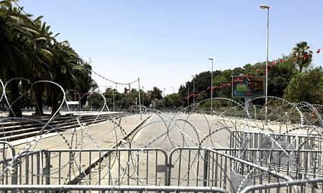 Tunisian armeija eristi maanantaina parlamenttitalon edustalla olevan Bardo-aukion viikonlopun levottomuuksien vuoksi.