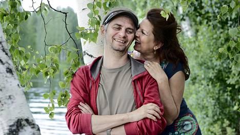 Näyttelijäpari Reidar Palmgren ja Satu Silvo esiintyvät tänä kesänä yhteisessä näytelmässä Joensuussa.