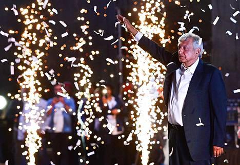 Andrés Manuel López Obrador eli Amlo on vasemmistopopulisti, joka puhuu lyhyin lausein ja käyttää toistoa tehokeinona. Tämä on kolmas kerta, kun hän on ehdolla Meksikon presidentiksi.