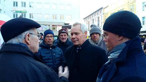 Pääministeri Antti Rinne (sd) tapasi kannattajiaan lauantaina Oulussa.