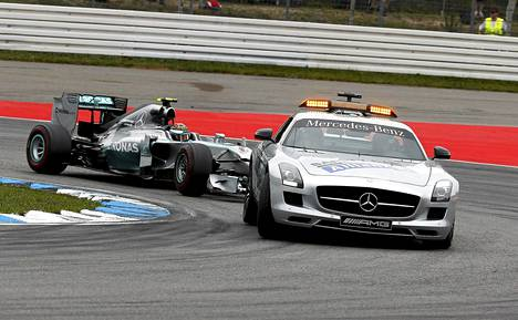 F1-kuljettajat ihmettelivät, kun turva-autoa ei kutsuttu radalle Hockenheimissa.