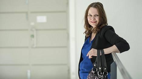 Oulussa professorina toimiva Minna Pikkarainen, 39, hankki kannuksia myös ulkomailta.