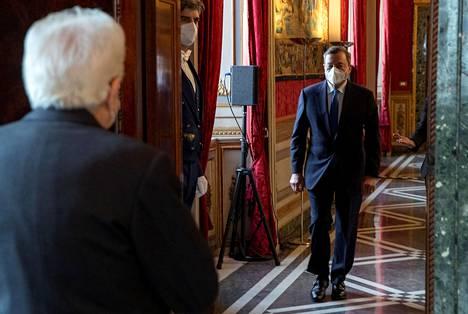 Euroopan keskuspankin entinen pääjohtaja Mario Draghi saapui tapaamaan Italian presidenttiä Sergio Mattarellaa keskiviikkona.