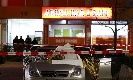 Osa uhreista oli kahvilan läheisyydessä olleissa autoissa.