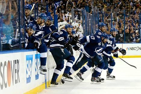 Tampa Bay juhli finaalien toisen ottelun voittoa lauantain vastaisena yönä Suomen aikaa.